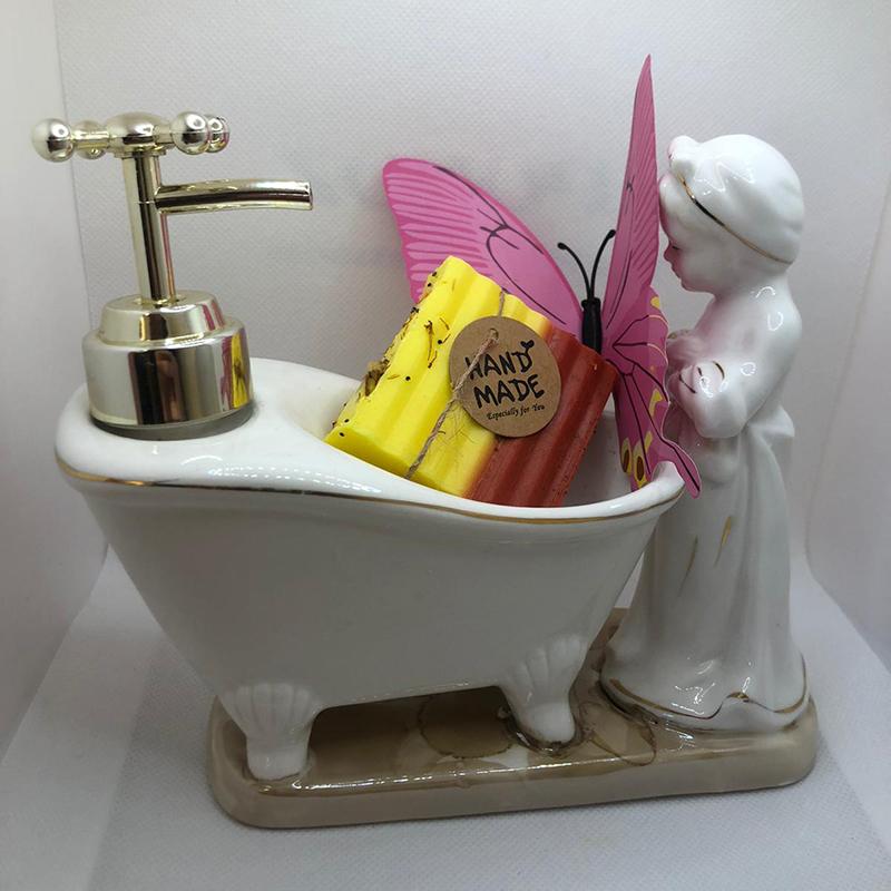 Prachtige marmeren badkuip met citroen zeep